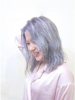 トゥワイス(Twice)の写真/雰囲気がある理想のヘアスタイルを実現!Twiceの高発色なブリーチオンカラーで色素が薄い外国人風ヘアに♪