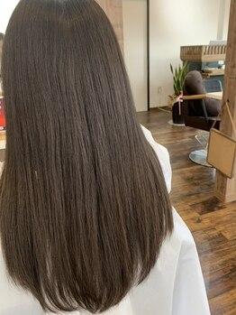 """アイナ(aina)の写真/髪質や髪の状態に合わせて選ぶオートクチュールのトリートメント""""FLOWDIA""""で10年後もキレイな髪が続く―。"""