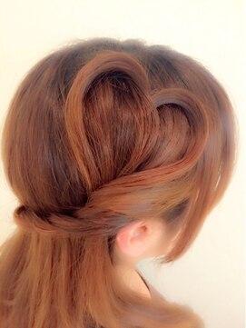 結婚式の髪型 個性派☆地毛でハート・ハーフアップ