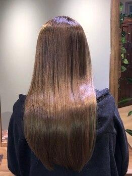 ユーネリー(U-NERY)の写真/髪質に合わせたストレートの技術で、柔らかい手触りの自然なストレートへ!