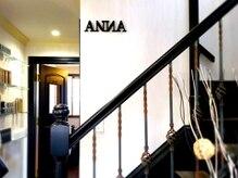 アンナ(ANNA)の雰囲気(フロント横はディスカウントストア並みの商品ディスプレイ)