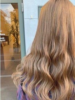 リコモ(Likkle More)の写真/韓国風ハイトーンはもちろん透明感のあるナチュラルヘアも★肌や髪がより綺麗に見えるヘアカラーをご提案♪