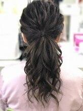 ヘアメイク シンティア(Hair make Cintia.)ナチュラルポニーテール