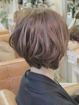 ファミーユ ヘア(Famille Hair)の写真/【大人女性のお悩み解消】髪が細くぺたんこになる等、年齢ともに感じるお悩みはFamille Hairでは全て解決♪