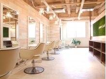 ラバーズコート 三宮店(Lovers Coat)の雰囲気(4Fスペースも『ウッド素材』がベースで心地良い空間です♪)