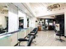 アンジュ ヘアー(Ange Hair)の雰囲気(白を基調にした店内。女性がリラックスできる空間。)