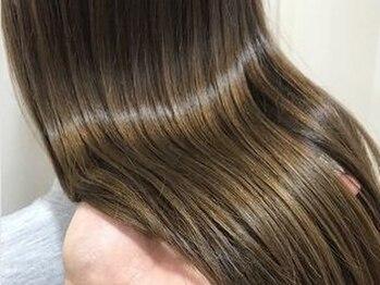 """エアー 福岡店(air)の写真/シルクのような肌触りと瑞々しさのある髪へ導く""""プラチナトリートメント""""。思わず自慢したくなる艶髪にー。"""
