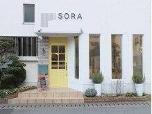 ソラオオイタ(SORAoita)の雰囲気(大手町のジョイフル裏。黄色いドアが目印です。)