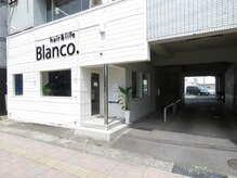 ヘアーアンドライフブランコ(hair&life Blanco.)の雰囲気(入口はこちら☆オシャレでカワイイ白い壁が目印☆)