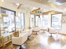 ヘアーゴウリキ(HAIR GOURIKI)の雰囲気(【2F】包み込まれる様なこだわりの椅子。緑と光差し込む癒し空間)