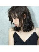 フェス カットアンドカラーズ(FESS cut&colors)スモーキーアッシュグレージュワンカールスタイル『FESS 鶴丸』