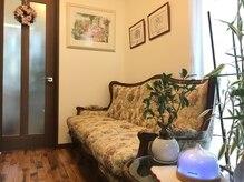 美容室 メルシー(Merci)の雰囲気(アンティーク調の家具でリラックスしてお待ちいただけます。)