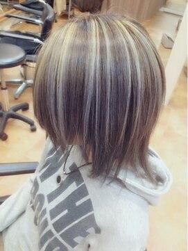 プラチナブロンドに似合う可愛いヘアスタイル12選