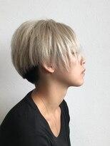 前髪なしツーブロック刈り上げ女子のツートンカラー