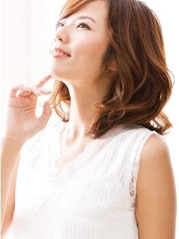 リトルフェイスウノ 新越谷西口駅前店(little face UNO)の写真/注目の☆コスメパーマ!!化粧品登録した薬液で、髪へのダメージが大幅に削減し、潤いのあるカールへ♪