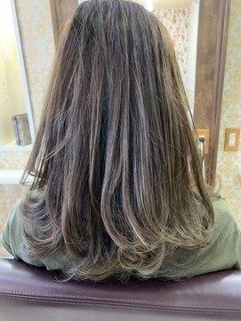 ヘアアンドメイクグラチア(HAIR and MAKE GRATIAE)ミディアム♪ハイライトマッドグレージュ☆