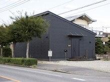 ピンゾロ(PINZORO)の雰囲気(黒い建物が目印です☆)