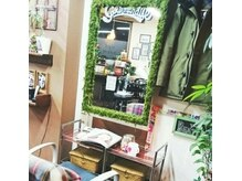 フィリア 台原店(Filea)の雰囲気(セット面の鏡はスタッフの手作り☆お菓子もご自由にどうぞ☆)