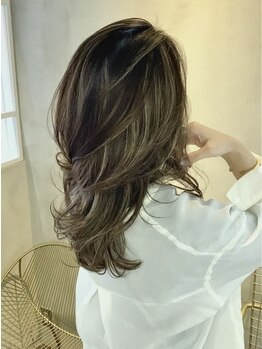 ロエ(loe)の写真/【オトナ女子から高支持率★】白髪染めでも艶・透明感が叶う♪品のあるオシャレなグレイカラーを演出◇