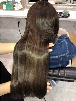 """ラフォンテ ドゥーエ(LA FONTE due)の写真/【全てのメニューが""""ヘアエステ""""】施術しながら栄養も補給◎髪本来の美しさを取り戻し、うるツヤな美髪へ"""