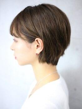 アンフィ(Amphi)の写真/今まで悩んでいたくせ毛やボリュームを抑えたナチュラルな仕上がりに。髪質改善しながら艶めく美髪へ♪