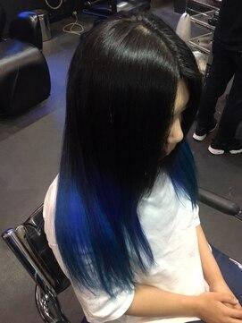 青基調の毛先カラー 派手髪 trickstyle L005828941