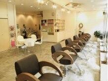 ブギー ヘアデザイン(Boogie Hair Design)の雰囲気(清潔感のある店内。奥のシャンプースペースではヘッドスパを堪能)