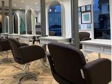 オーブ ヘアー ライラ 山王店(AUBE HAIR raira)の雰囲気(開放感のある明るい店内で、くつろぎの時間をお過ごしください。)