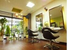 ヘアーデザイン セーヴ(Hair Design Save)の雰囲気(窓いっぱいに日が差し込む店内☆細かい所にこだわりがたくさん!)