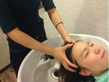 美容室 ラ ペリ(La.peri)の写真/[資生堂プロフェッショナル]契約店。自慢のヘッドスパで、髪本来の可能性に働きかける頭皮マッサージを。