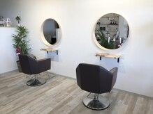 ヘアーサロン 銀の雰囲気(丸い鏡が可愛いです◎鏡の前で写真を撮っても可愛いです◎)