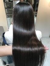 リラエ(Lyrae)髪質改善Lyraeトリートメント と 酸性縮毛矯正