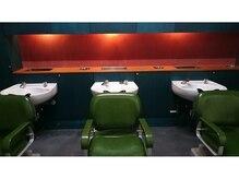 ブギー(BOOGIE)の雰囲気(店内奥にあるシャンプー台。癒しの空間でぜひおくつろぎください)