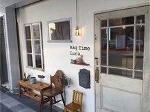ラグタイムルカ(Rag Time Luca)の雰囲気(アンティークな窓と、白いドアが目印です。)