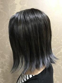 グランデイル(GLANDALE)の写真/【天然成分配合薬剤★】髪と頭皮に優しい低ダメージ♪300パターン以上の配色から、なりたい色を叶えます☆