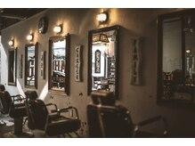 ゴーゴーヘアー(GOGO HAIR)の雰囲気(アンティーク、サインアート等、拘りの店内に是非お越し下さい。)