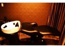 ティロワール(tiroir)の雰囲気(シャンプー台。落ち着いた雰囲気が安らぎを与えます♪)
