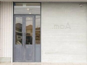 モア(.moA)の写真/【最終受付21時】お仕事帰りにも気軽に通える◎広々とした入口とカウンター、上質な空間で癒しのひととき☆
