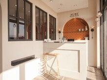 オーブ ヘアー ハレ 福岡新宮店(AUBE HAIR hale)の雰囲気(開放感のある明るい店内で、くつろぎの時間をお過ごしください。)