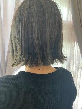 ヘアアンドメイクグラチア(HAIR and MAKE GRATIAE)オリーブカラー
