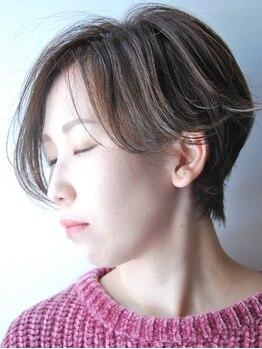 ゼロヘアーハナレ(zerohair HANARE)の写真/分け目の白髪が目立ちにくくなる。それが、【zero流グレイカラー】ベールハイライトで白髪染めもお洒落に
