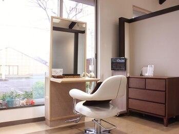美容室 椿家(ツバキヤ)の写真/【セット面が完全個室でリニューアル】ゆったりとした空間で癒しのひと時を…1人1人に最高のおもてなし◎