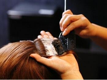 """ヒグチ HILLS店(HIGUCHI)の写真/""""6種類の天然ハーブ成分配合カラー""""で素髪の美しさを引き出す!頭皮・髪にダメージレスな優秀カラー!"""
