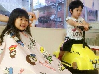 アンジュ ヘアー(ange HAIR)の写真/【駅から1分◎】ひろ~い店内でゆったりリラックス☆気軽に親子で通えて、ご家族連れに人気なサロンです♪