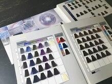 中明度、高発色カラーも充実。働く女性向けにもカラーデザインを。