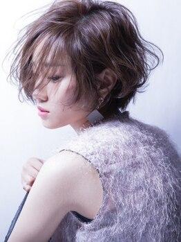 シーン(sCene)の写真/[新menu*艶髪チャージJOUER]柔らかな女性らしさを感じるショートstyle♪扱いやすく小顔効果の愛されヘアに
