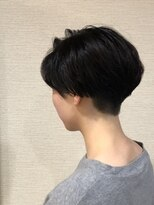 美容室テク アート バイ シック内側刈り上げのショートヘア