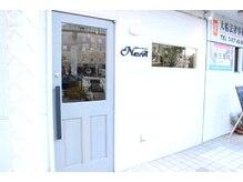 ヘアーアンドリラクゼーション ナスカ(Hair&Relaxation NazcA)の雰囲気(お店の外装は白の木目と灰色のドアが目印です!)