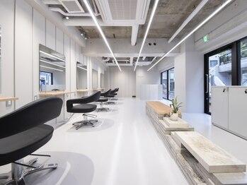 """バルベストーキョーサウス(BARBES TOKYO SOUTH)の写真/美容室のイメージを覆す""""無機質だけどオシャレな空間""""。高いデザイン性+細部までこだわり抜いた【BARBES】"""
