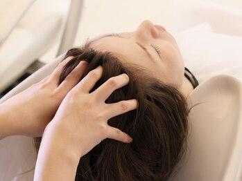 アクアレラ(AQUARELA)の写真/地肌や頭皮の悩みをしっかり解消♪頑張っている自分へのご褒美に☆癒しの極上ヘッドスパで頭皮から美しく…